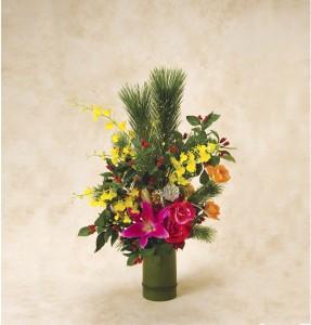 「迎春」:青竹に若松や千両、バラなど