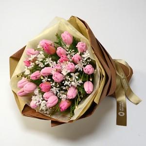 チューリップとアリアムコワニーでお作りした花束。