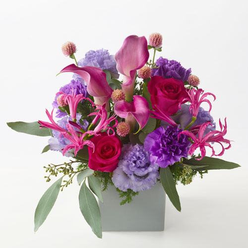 紫の色調のアレンジメントの画像