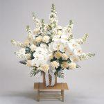 胡蝶蘭とカーネーションのご供花の画像