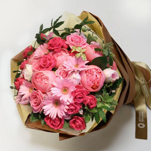 ピンク濃淡のバラや芍薬の花束の画像