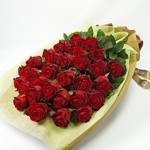 赤い大輪バラの花束の画像