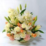 大輪バラとシンビジュームのご供花の画像