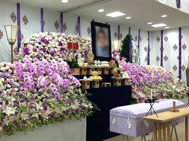 葬儀の祭壇の画像