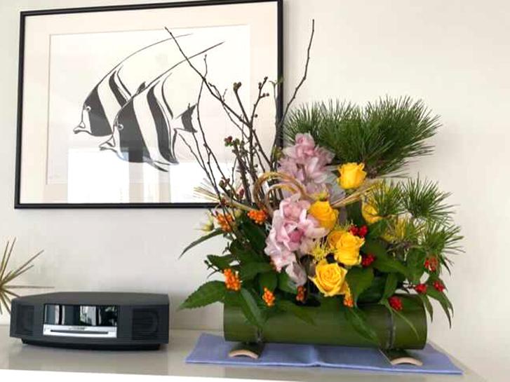 バラのお正月アレンジメントの画像