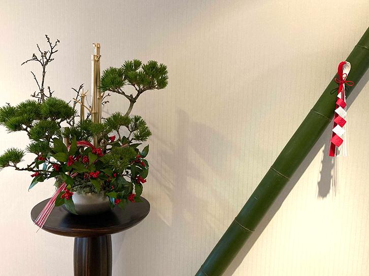 千両と松のお正月アレンジメントの画像