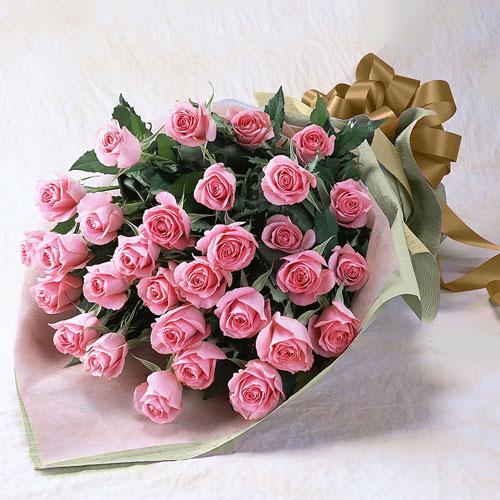 30本のピンクのバラの花束の画像