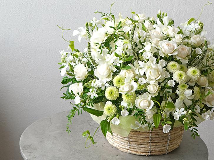 白い小花のお供えアレンジメント